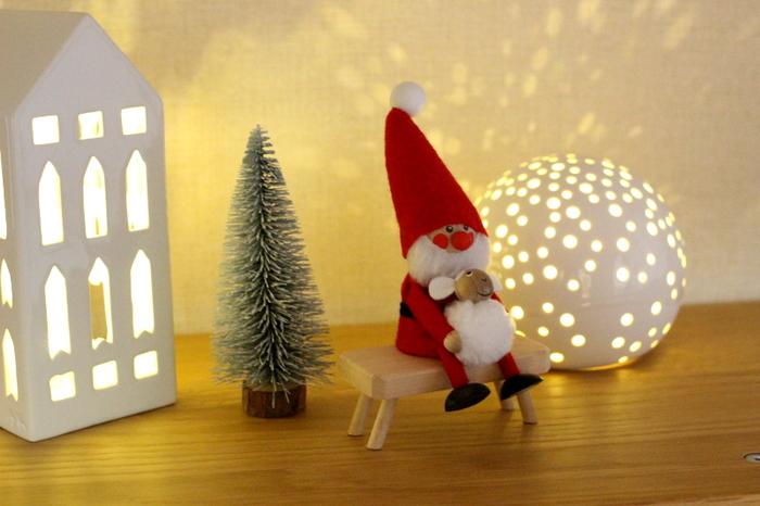 クリスマスシーズンにぜひ楽しみたいのが、アーバニアとノビリ。キャンドルではなく中にLEDキャンドルをセットしているまどなおさん。小物を近くにディスプレイしたり、壁際に置いても安心だとか。