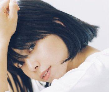 2018年9月には、3thアルバム『unify』をリリースしました。3ヶ月連続で配信リリースした「アロエの花」「Real Love」「見えない糸~Never Be The Lonely One~」を収録した3曲に加え、tofubeats、STUTS、Kai Takahashi(LUCKY TAPES)によるリミックスも収録した注目作!