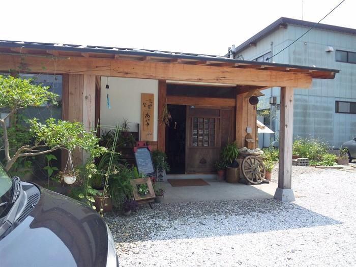 鳥取市千代水にある古民家カフェ「香豊堂(かほうどう)」さん。 店内はゆったりとしたぬくもり感あふれる空間が広がっています。