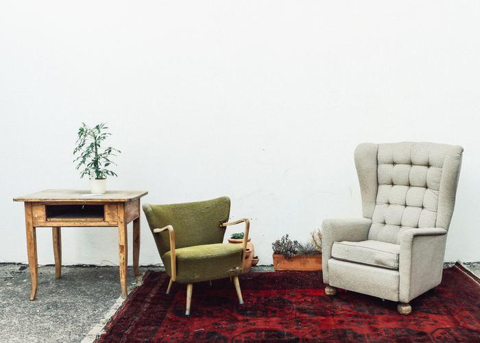 デザインも色もそれぞれ違う椅子なのになぜかミスマッチに見えないのは、ヴィンテージの持つ味わいのおかげなのかもしれません。