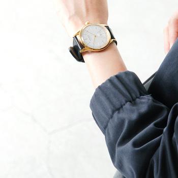 アクセサリー感覚で身に付けられる腕時計は、いくつ持っていても困らないアイテム。お出かけの際に、さりげなくご夫婦ペアで付けていると素敵です♪