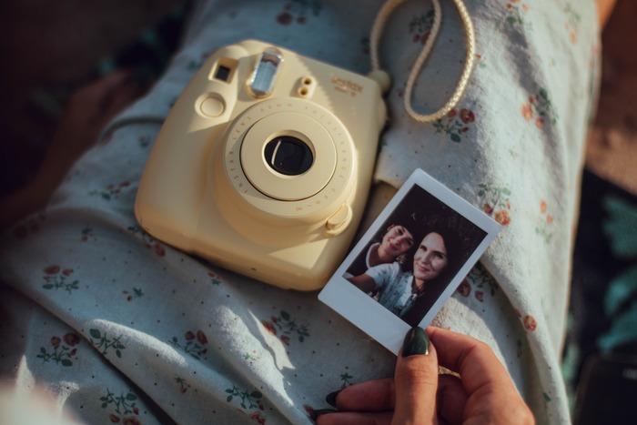 家族写真をよく撮るというご家族なら、アルバムを手づくりするのも素敵ですね。スマホが主流になってからは、写真をプリントする機会も減っているはず。改めて形にすることで、家族の絆を再確認できます。