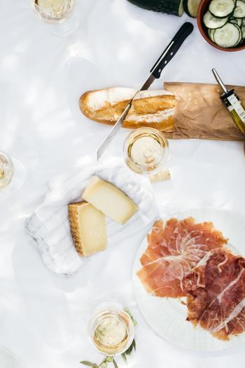 バターやジャムをその日の気分によって選んだり、オリーブオイルや生ハムと合わせても美味しいですよね。買ってきたものにひと手間かけて、全く違う美味しさを楽しみましょう。