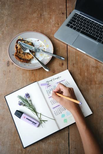 どんなに美味しいものを食べていても、書類が山積みのデスクや車の中では味気ないですよね。「食べる」ときには、美味しさと同じくらい「環境」も大切です。