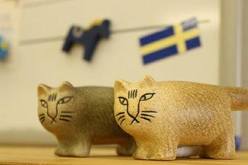 スウェーデンを代表する陶芸家のリサ・ラーソンは猫好きとして有名。彼女の作品には猫モチーフのものが沢山。こちらはグレーの兄とブラウンの弟の「ふたごのMIKA(ミカ)」。それぞれ単品でも購入できますが、双子なので離れ離れにさせるのはちょっと心苦しいかも?