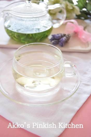 """すっきりとした清涼感のある""""ミント""""は、冬場の空気の乾燥で喉がイガイガするときにぴったり。殺菌力や抗炎症作用を持っているので、風邪の引きはじめにも飲んでおきたいお茶です。"""
