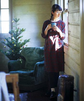 今年のクリスマスには一年頑張った自分に、優しさを感じる暖かなニットワンピースを贈りませんか?一枚でコーディネートが決まるニットワンピースは、女性らしく柔らか。  お出かけの多いこれからのシーンにも使える、素敵なニットワ ンピースをご紹介します。
