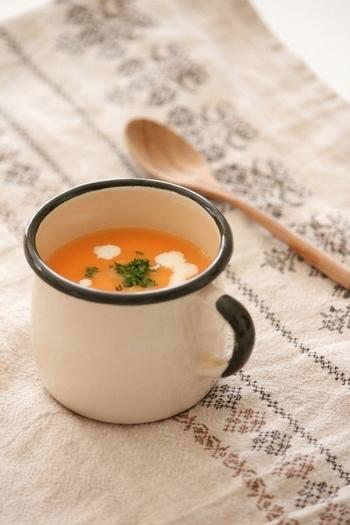 にんじんとたまねぎ、そしてじゃがいもが余っているのなら、体が温まるスープはいかがでしょうか?コンソメなしで、食材からの甘みを出して作る優しいスープです。