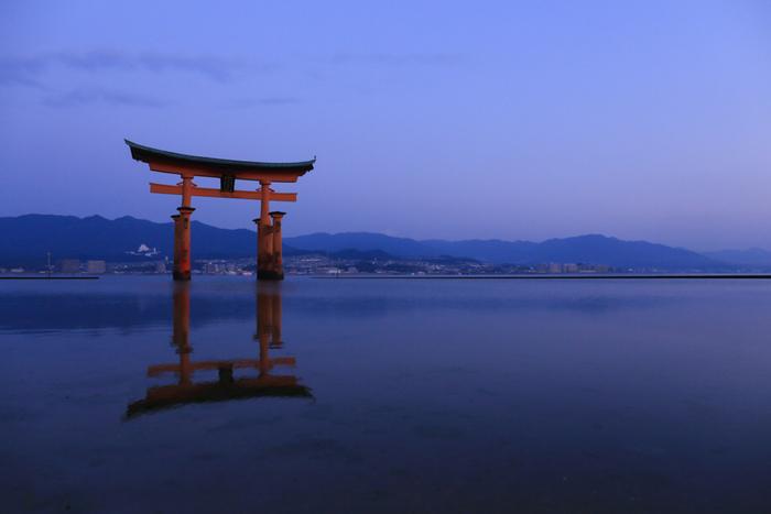 厳島神社と原爆ドーム、二つの世界遺産を有する広島。宮島や尾道など、瀬戸内海方面のレトロな町並みも素敵ですよね。観光だけでなく、お好み焼きやあなごめしなどの名物もたくさん。その中でも特におすすめしたい名産品が広島の「牡蠣」です!