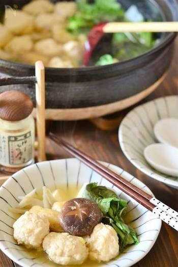 おなじみ「ちゃんこ鍋」は、一度にたくさんの野菜を摂ることができ、お相撲さんのカラダづくりに欠かせない滋養強壮・栄養満点の最強お鍋メニューとしても有名です。  王道のしょうゆ味の他にも、塩ちゃんこやみそちゃんこなどレパートリーも豊富! お気に入りの味を見つけて、我が家の定番ちゃんこを作るのも楽しそう♪
