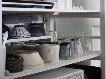 整理を始める前に、まず現時点での食器棚を見てみましょう。最近動かした食器はどれか、どこにどんな食器があるが全て自分が把握できているかどうかも確かめてみて下さい。