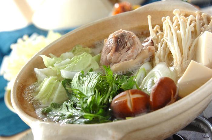 シンプルながらも、鶏のうまみがギュッと凝縮された「水炊き」。スープには鶏肉から染み出したコラーゲンがたっぷり!スープから締めまでしっかりといただくことで美肌効果にも期待できそう。