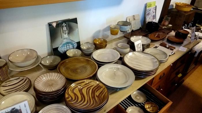 永く大切に使い続けたくなるような素敵なテーブルウェアも取り揃えています。九州で作られた陶器や竹工芸、オリジナルジャムなど日々の食卓を豊かにしてくれそうです。