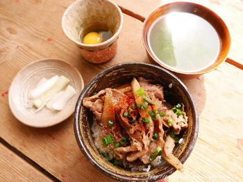 舞台や映画でも知られる、林芙美子の「放浪記」の主人公が食べる「牛めし」は人気のランチメニュー。小説の世界を再現した料理を目の前にすると思わず感動します。