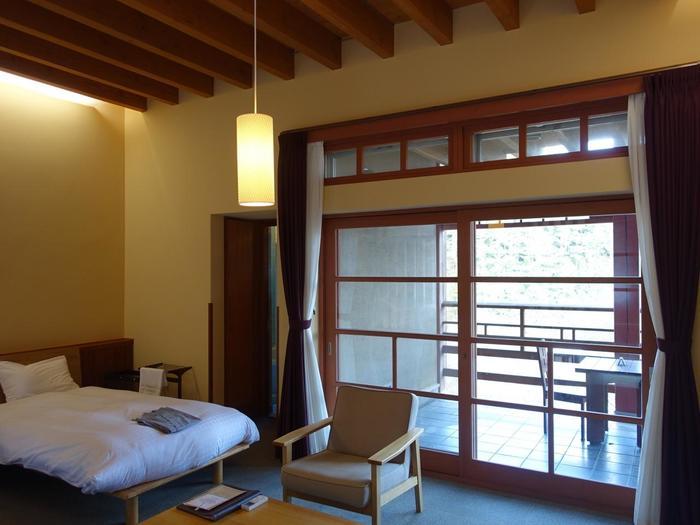 部屋数は13室ですが、各部屋のプライベートをしっかり配慮したつくりとなっています。また、同じしつらえの部屋はひとつも無く、和室、洋室から選べますよ。