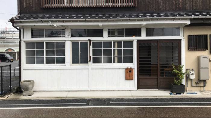 昭和初期からある元眼科の木造家屋を改装した「丹羽茶舗喫茶室」は、煎茶や抹茶の美味しさを伝えたいという想いで「丹羽茶舗」がオープンした和カフェです。