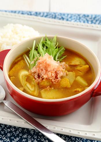 ふわりとお口に広がる、かつおだしの香り。体も心も温まる和のスープカレーです。カレー粉が焦げないように、丁寧に炒めるのがおいしさの秘訣。寒い夜などにどうぞ。