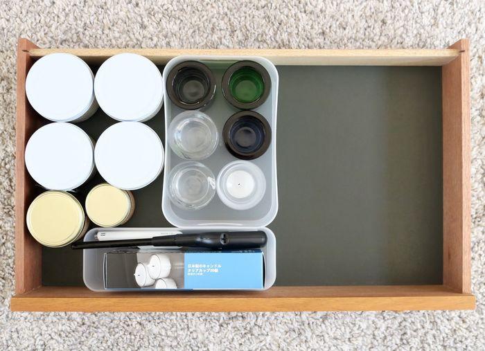 リビングで使うキャンドルなど、使う分だけを出し、必要以上に物を置かないようにすればお部屋もすっきり。引き出しの中を仕切る収納ケースでわけて仕舞えば、取り出しやすさの面でもいいですね。