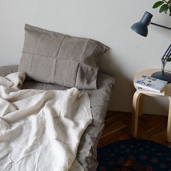 綿、麻、シルクなど自然由来の素材なら、心地良い眠りに導きます。