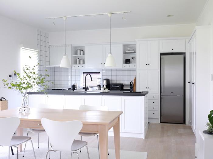 住まいのなかでも、汚れが目立つ場所のひとつがキッチン。最近ではLDKの間取りが多いため、キッチンの汚れがリビングやダイニング、そして住まい全体に広がることも。