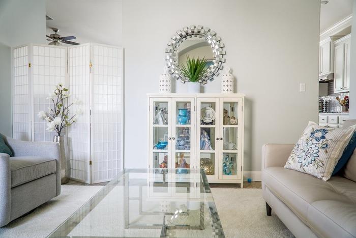 収納棚を上手に活用できているお部屋は、空間に余裕があり、ゆったりした気持ちで過ごすことができます。ぜひ、自分の暮らしに合った収納棚・収納方法で、居心地のいいおうちを叶えてくださいね。