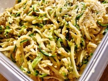 切干し大根ときゅうりの食感も楽しめる一品。 ごまは炒ってから加えると、より香ばしく仕上がります。