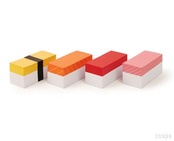 ユーモアたっぷりのお寿司メモ。玉子、サーモン、マグロ、トロの4種類がセットになっています。