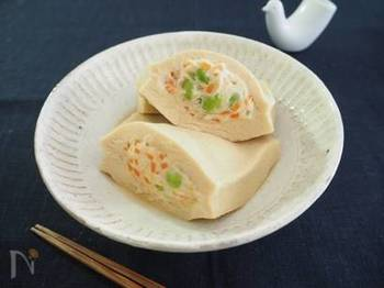 刻んだ野菜の彩りがきれいなポケット煮は、たっぷりだしを含ませるのが美味しさのポイントです。ボリューム満点なので、ヘルシーなメインディッシュとしてもおすすめです。
