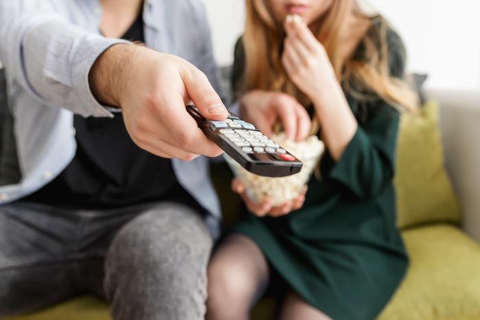 お家での映画鑑賞は好きなタイミングで自由に楽しめるのがいいですね。一人でゆっくり観るもよし、夫婦で、家族で一緒に楽しむ時間を作って同じ時間を共有するのも素敵な年末の過ごし方です。