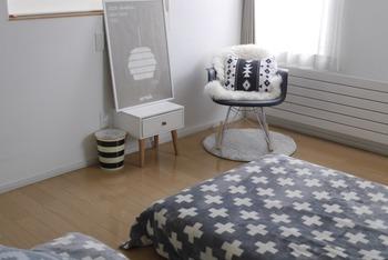寝室は確かに眠るための場所ですが、天然素材を中心とした家具をディスプレイすることで空間がより生き生きして見えます。