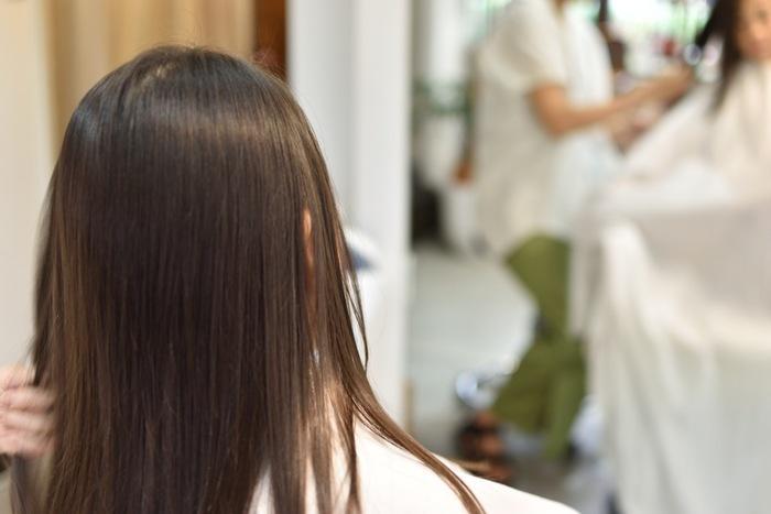 色を定着させるためにカラーを施したその日はシャンプーをしないほうが◎。カラーリング後は髪の栄養が失われやすくなるので、自宅でも丁寧なトリートメントに心がけましょう。