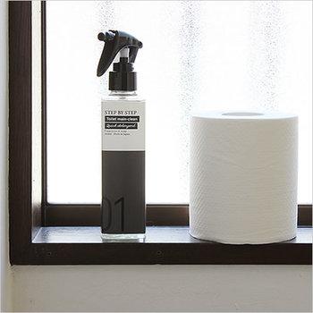 四角いスプレーボトルが、スタイリッシュな印象を与えるトイレ用の洗剤です。便器内はもちろん、手洗いや床の掃除もこれ一本でOK。同じシリーズで浸け置き用やコーティング用もあるので、ボトルを3本並べて置いてもおしゃれに見えるのが嬉しいですよね。