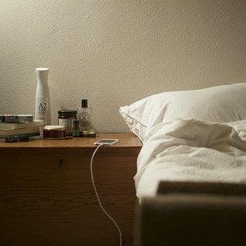 無色・無臭の除菌消臭剤として、空港や病院など様々な場面で活用されている「A2Care(エーツーケア)」スプレー。洋服の黄ばみを防いだり、生け花が長持ちしたりとその効果は消臭だけに留まりません。風呂場の黒カビ防止や、洗濯物の生乾き臭にも◎
