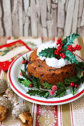 イギリスでは、スパイスをきかせ、洋酒漬のドライフルーツをたっぷり入れたケーキを「クリスマスプディング」として食べるのだそう。  英国伝統のレシピを味わうクリスマスも趣深いですね。