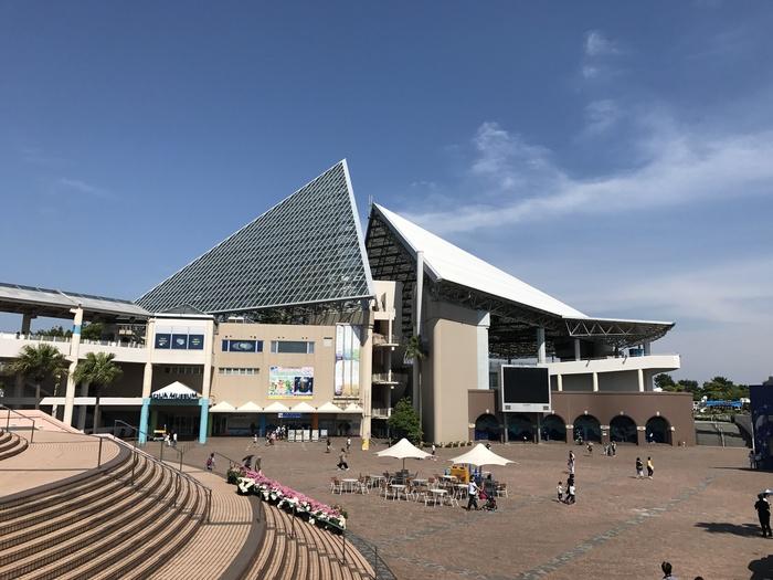 横浜市金沢区八景島にある「横浜・八景島シーパラダイス」。水族館にアトラクション、レストラン、ショッピングモール、ホテルなどを含む、複合型レジャー施設となっています。