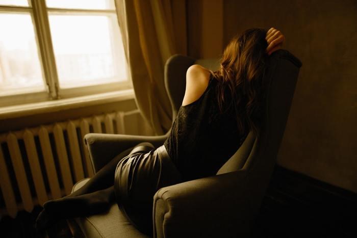 「疲れやすい体質」というのは、そもそも、どのようなメカニズムでもたらされる症状なのでしょう?原因を考えてみると、「①エネルギー不足」「②エネルギーがうまく代謝されていない」などが挙げられます。  【①エネルギー不足】 必要な食事が足りないと、当然ながら、エネルギー不足に。空腹のため血糖値も上がらず、やる気も出なくなりがちに。それらを疲れとして、実感するようになります。