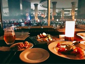 新宿の東京都庁最上階にある「グッドビュー東京」は、都心を一望できるレストラン。落ち着いた雰囲気ながら、リーズナブルなディナーをいただけます。ゆったりとした時間を過ごせそうなお店です。
