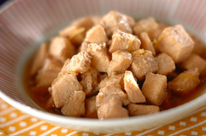 こちらは生姜の風味と、甘辛の味付けが美味しい「カジキの生姜煮」です。調理時間約10分で作れる簡単レシピなので、朝食や晩ご飯で「あと一品欲しい…」という時にも重宝しますよ。冷蔵庫で2~3日間保存できるので、作り置きおかずとしてもおすすめです。