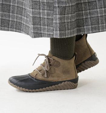 スニーカーのように気軽に履くことができる防水ブーツ。ソールはグリップ力が高いので、泥の多い場所など滑りやすいシーンでも安心。
