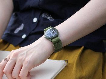 アメリカ軍が使用していた腕時計を復刻したモデルは、小ぶりなので女性でも使いやすいミリタリーウォッチです。