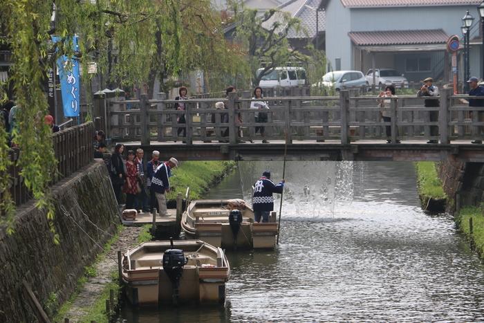 小野川から眺める「舟めぐり」は、ゆっくり佐原の町並みを感じられておすすめです。伊能忠敬旧宅の近くが乗り場で、30分ほどの「町なみコース」を楽しめます。