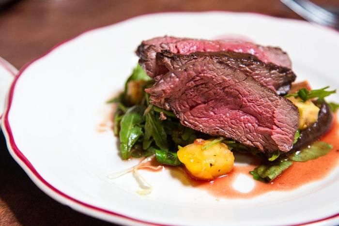 つい忙しいと、調理が面倒になる肉・魚。ですが、タンパク質をはじめ、アミノ酸や鉄分、ビタミンB群など、体をつくる大切な栄養素が豊富に含まれています。  つい美味しい味わいを優先して献立を考えがちですが、疲れやすい体には、適量の肉・魚がとくに必要です。必要な量を意識して食べるようにしましょう。