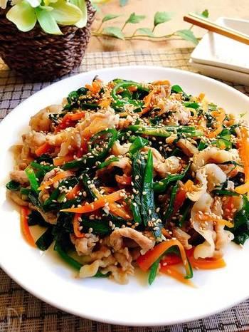 豚肉にはビタミンB1が豊富。たっぷりの野菜と一緒にいただける「豚肉のプルコギ風炒め」は、満腹感を得やすいのでおすすめです。  にんにくのすりおろしが使われていますが、にんにくにはアリシンというビタミンB1の吸収を助けてくれる栄養素が含まれています。食欲もそそられて、おかずにぴったりです。