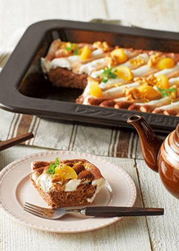 ココアスポンジとマロンクリームでつくる、モンブランのようなスコップケーキ。深皿でスポンジを焼き上げたら一度取り出して冷ますのがポイント。しっとりした生地に仕上がりますよ。