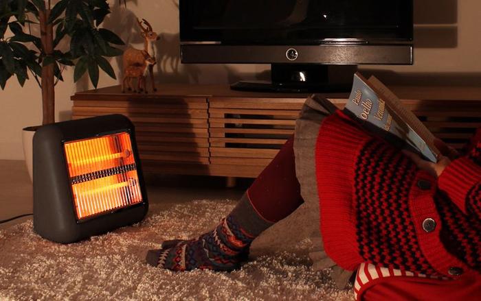 コンパクトサイズのヒーターなら持ち運びしやすいので、おうちのいろんな冷えポイントを足元からしっかりとあたためてくれます。遠赤外線のヒーターは、冷えた身体を芯からポカポカに♪