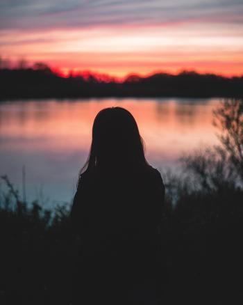 悲しみに暮れているときに、「ポジティブにならなければならない」なんて思わなくて大丈夫。「あんなことがあったんだから、悲しいよね。」と言葉にしてみて。きっとその仕草が、あなた自身のセラピーになるから。