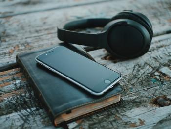 いますぐにでも日記をつけてみたいと思ったら、即実行できるのが「日記アプリ」です!  iPhone・Android、どちらのアプリにも無料の日記アプリがたくさんありますが、その中から特にオススメのものをご紹介したいと思います。