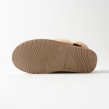 靴裏にはクッション性のあるラバーソールを採用。水にも強い素材です。