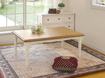 ろくろ加工で仕上げたエレガントなテーブル脚が特徴。デザイン性の高さで、冬以外もお部屋の主役になれるこたつテーブルです。体をじっくり温める石英管ヒーター使用。省エネスイッチで消費電力を節約する機能も付いています。
