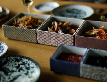 千代紙のような和風のキュートな柄。煮物やお漬物、ご飯ものなどどんなお料理にもマッチします。